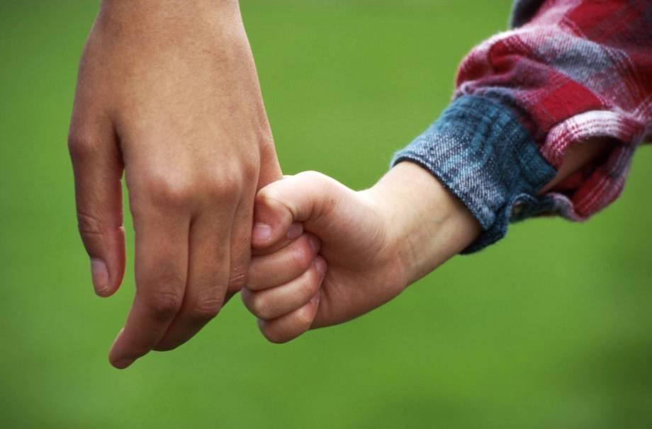child_holding_hand