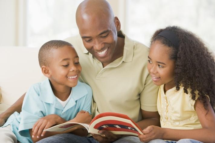 Paretns-reading-to-Kids