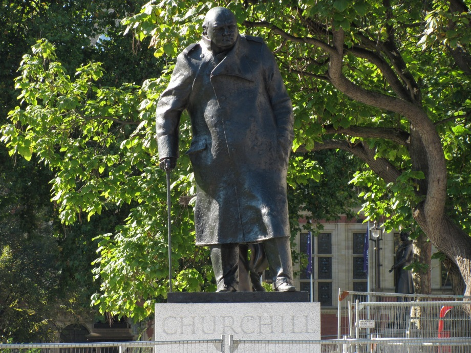 Winston_Churchill_statue,_Parliament_Square,_London-29Sept2011
